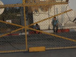 Orfanato, Karf Qaddum, Students gate 061